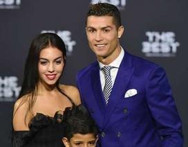 """Noi gương"" Messi, C.Ronaldo sắp lấy vợ?"