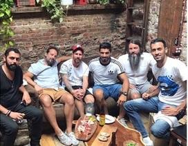 "Bỏ mặc Neymar, Messi vui vẻ ""du hí"" cùng Suarez"