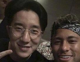 Vừa sang Trung Quốc, Neymar đã giao lưu ngay với Thành Long