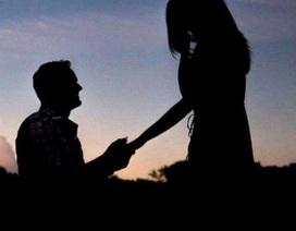 Các cặp đôi nước Mỹ nô nức cầu hôn vào ngày nhật thực