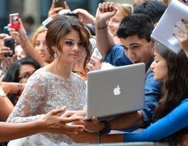 Selena Gomez được fans khen vì chịu khó chụp hình giao lưu