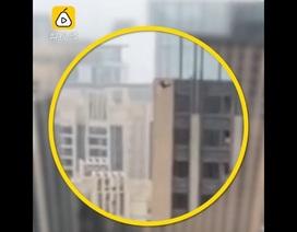 Thanh niên Trung Quốc liều mạng phi thân từ tầng 41 xuống đất