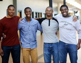 """Bốn anh em sinh tư cùng từ chối Harvard để """"đầu quân"""" cho ĐH Yale"""