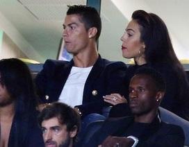 C.Ronaldo hạnh phúc đưa bạn gái về quê xem CLB cũ thi đấu