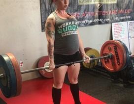 Mang thai 8 tháng, bà bầu vẫn kiên trì nâng tạ 120 kg