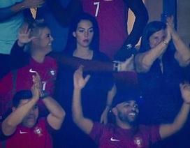 Đang bầu bí, bạn gái C.Ronaldo vẫn gây bão với thân hình quyến rũ
