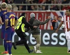 Bị phạt hơn 1,5 tỉ đồng vì trót để fans cuồng tiếp cận Messi