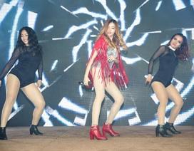 """Quán quân 'Be A Star' """"cháy"""" hết mình với fan bằng hit của Đông Nhi"""