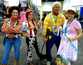 Cặp vợ chồng già đam mê cosplay gây sốt