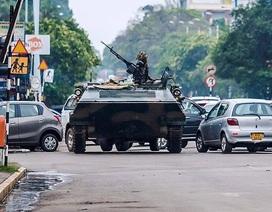 """Hình ảnh quân đội Zimbabwe """"tạo phản"""" chống lại Tổng thống Mugabe"""