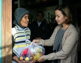 Sao Việt đồng hành trao quà từ thiện cho người dân vùng tâm bão Damrey