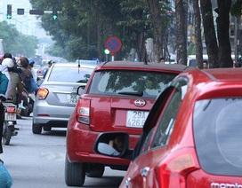Hà Nội: Nhan nhản ô tô dừng đỗ trái phép dọc tuyến buýt nhanh BRT