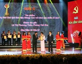 Phóng viên báo Dân trí nhận giải thưởng Búa liềm vàng