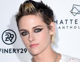 Kristen Stewart cuốn hút với lối trang điểm mắt mèo