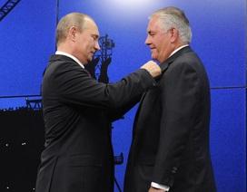 """Tổng thống Putin hối tiếc vì """"trao nhầm"""" huân chương cho Ngoại trưởng Mỹ"""