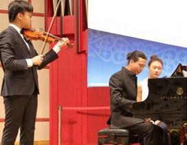 """""""Thần đồng"""" violin Trần Lê Quang Tiến đoạt giải tại cuộc thi Tchaikovsky"""