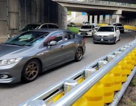Malaysia triển khai lắp rào chắn đường dạng con lăn
