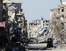 """Nga ngầm chỉ trích Mỹ """"xóa sổ"""" thành phố Raqqa"""