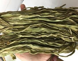 Rau khô như nắm cỏ: 500 ngàn đồng/kg, xếp hàng nửa tháng chờ mua