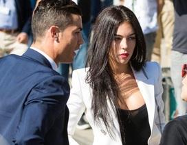 Thua đau trước Barca, C.Ronaldo giận bạn gái, hủy tiệc tùng