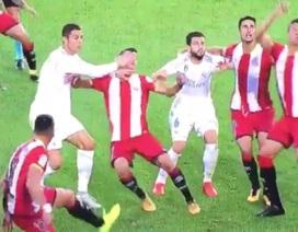 C.Ronaldo đối diện với án treo giò vì hành vi chơi xấu