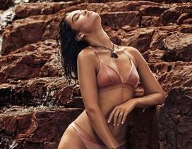Siêu mẫu Úc đẹp nuột nà với áo tắm