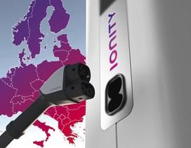 Bốn đại gia ô tô bắt tay phát triển hệ thống sạc cho xe chạy điện