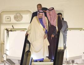 Hỏng thang máy mạ vàng, Vua Ả-rập Xê-út đi bộ xuống máy bay