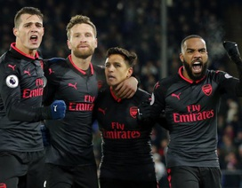Đồng đội không thèm ăn mừng, Sanchez đang bị cô lập ở Arsenal?