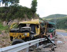 Xe cứu hộ gặp nạn trên đường đi cứu hộ
