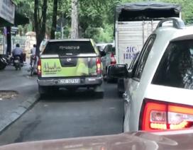 Đỗ xe gây cản trở giao thông - Chuyện thường ngày ở huyện?