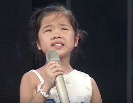 Giám khảo nghẹn ngào khi cô bé khiếm thị hát về mẹ