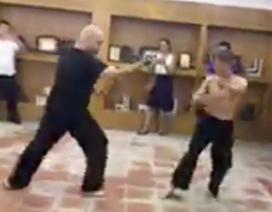 Cao thủ Flores không phạm luật ở chiêu thức hạ gục võ sư Đoàn Bảo Châu