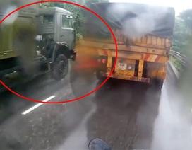 Xe tải lấn làn gây tai nạn kinh hoàng