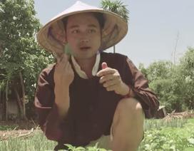 """Ca sĩ Quang Vinh làm """"nông dân"""" trồng rau, cuốc đất"""
