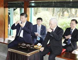 Tổng Bí thư Trung Quốc thưởng thức trà Việt ở Nhà sàn Bác Hồ