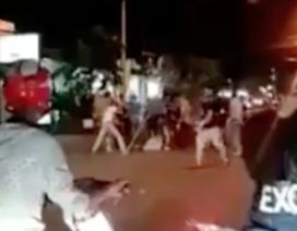 Vụ đánh, chém người dã man trên phố: Một bảo vệ quán cà phê bị bắt