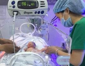 Bé sinh non nặng 1,3kg được cứu sống