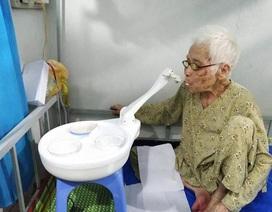 Robot đút thức ăn cho người già và bệnh nhân Parkinson đạt giải Nhất Sinh viên NCKH