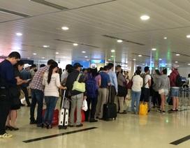 """""""Hành khách đến sớm 3 tiếng thì có mà ăn, ngủ ở sân bay!"""""""