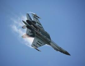 Phi công Nga luyện tập tiếp nhiên liệu trên không cho chiến đấu cơ Su-30SM