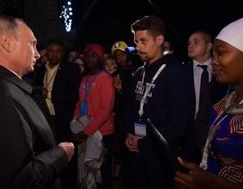 Tổng thống Putin cho chàng sinh viên da màu véo thử