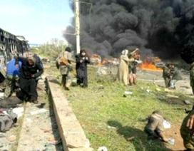 Xe chở người sơ tán ở Syria bị đánh bom, 100 người chết