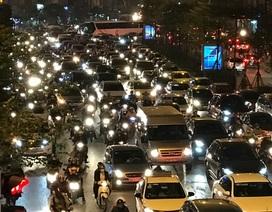 Hà Nội: Nhiều tuyến đường ùn tắc kéo dài trong đêm Noel