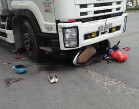 Thai phụ bị xe tải cuốn vào gầm, đẩy đi một đoạn trên đường