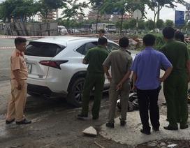 Hàng chục người nâng xe Lexus giải cứu một phụ nữ kẹt dưới gầm