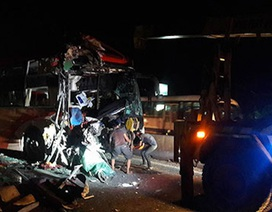 3 xe khách tông nhau, 3 người chết, 17 người bị thương