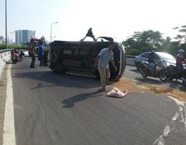 Tài xế thoát chết trong ô tô lật nhiều vòng ở Sài Gòn