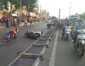 Tai nạn chết người do dải phân cách đổ ra đường