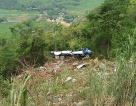 Xe tải lăn vực sâu 40m, người bị thương được dân phượt cứu giúp